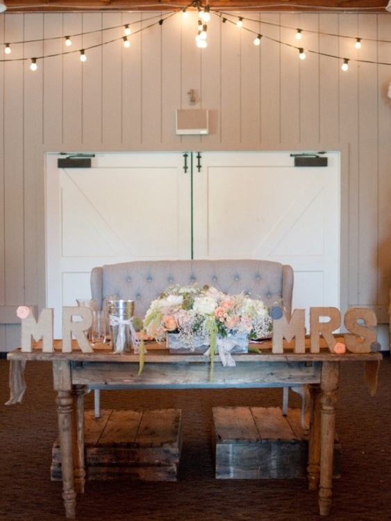 Sweetheart Table: Photo by Blair Nicole Photography via Heather Renee Celebrations