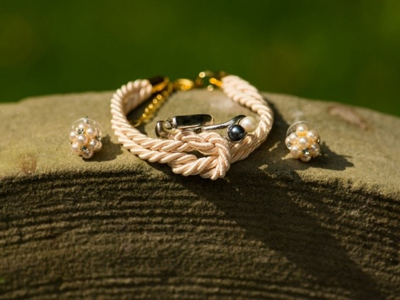 Bridal Jewelry: Photo by Menning Photographic via Heather Renee Celebrations