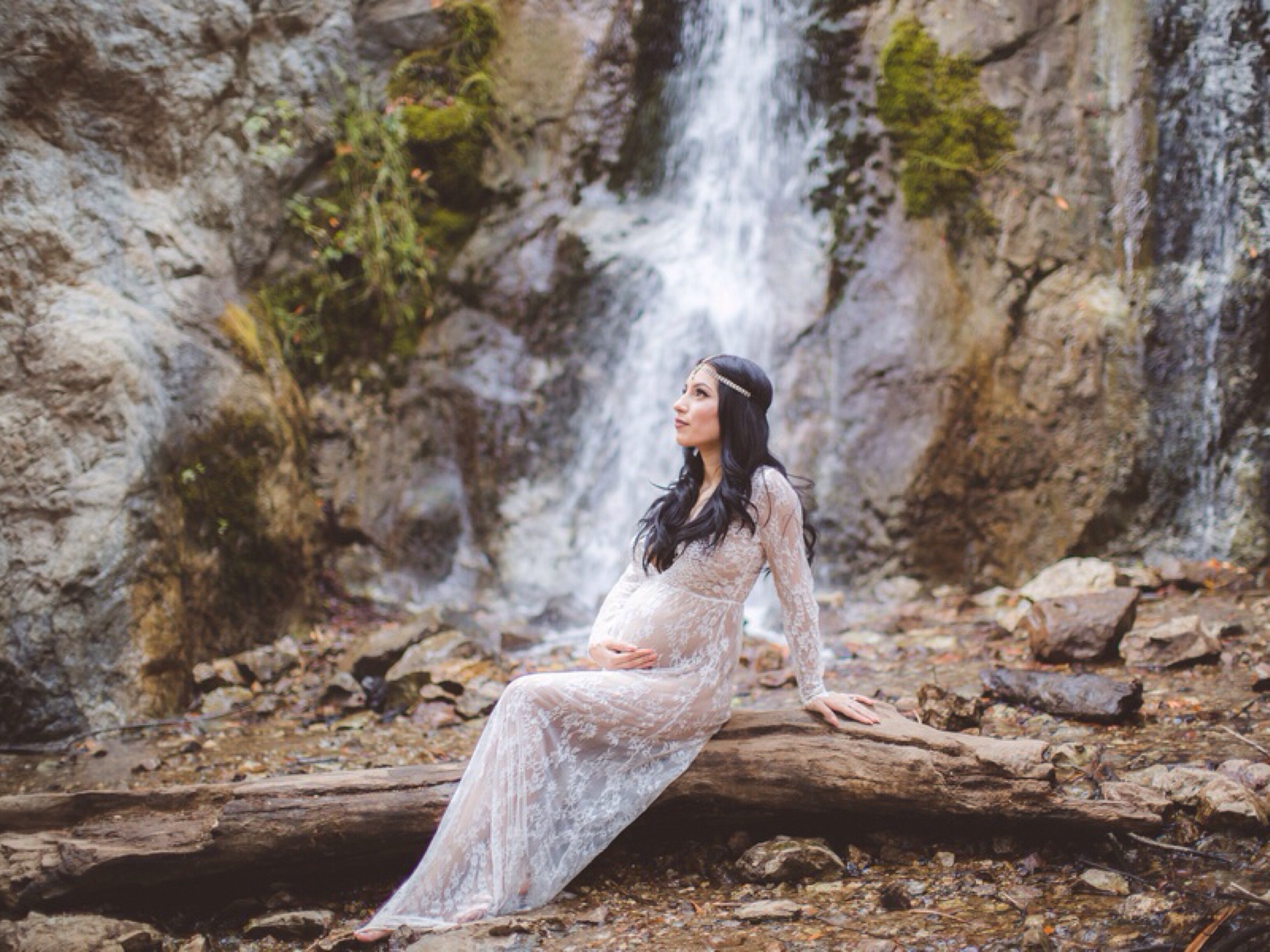 Big Sur Waterfall Maternity Session: Photography by Vanessa Hicks Photography via Heather Renee Celebrations